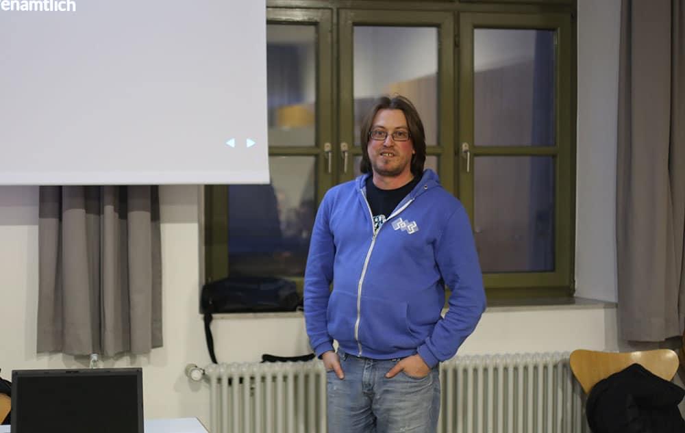 Andreas Hechtbauer von der Binary Kitchen stellte den interessierten Zuhörern das Freifunk-Konzept vor.
