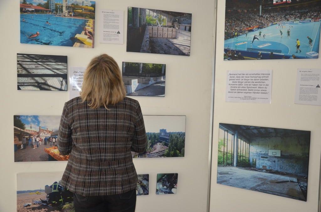 """Die Wanderausstellung """"Was wäre wenn….Brokdorf – Tschernobyl – eine Gegenüberstellung"""" ist bis 20 April 2015 im Landratsamt Regensburg zu sehen. Bild: PM."""