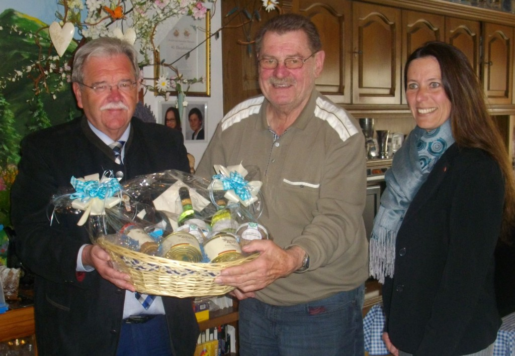 Fraktionsvorsitzender Hermann Vanino, Rudi Eberwein, Stv. Fraktionsvorsitzende Dagmar Schmidl. Bild: CSU-Fraktion/PM.