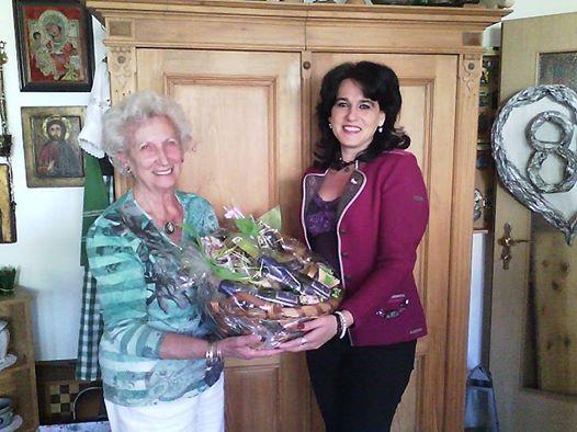 Gratulation zum 80. Geburtstag von Stadträtin a.D. Hannelore Goppel_durch Geschäftsführerin Silvia Gross_27.4.2015