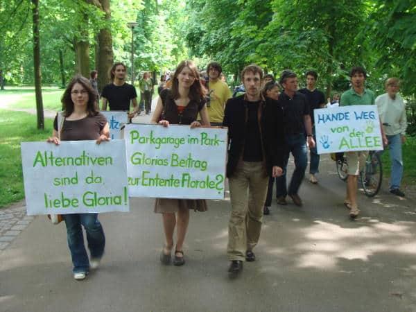 2008 gab es mehrere Protestspaziergänge durch die Allee. Foto: Archiv/ as