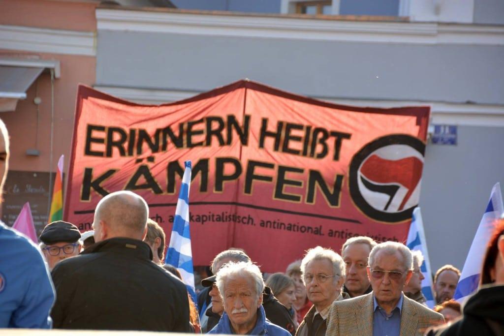 """Will """"kleinkarierte Zänkereien"""" überwinden: OB Wolbergs bei seiner Rede in Stadtamhof. Foto: Witzgall"""