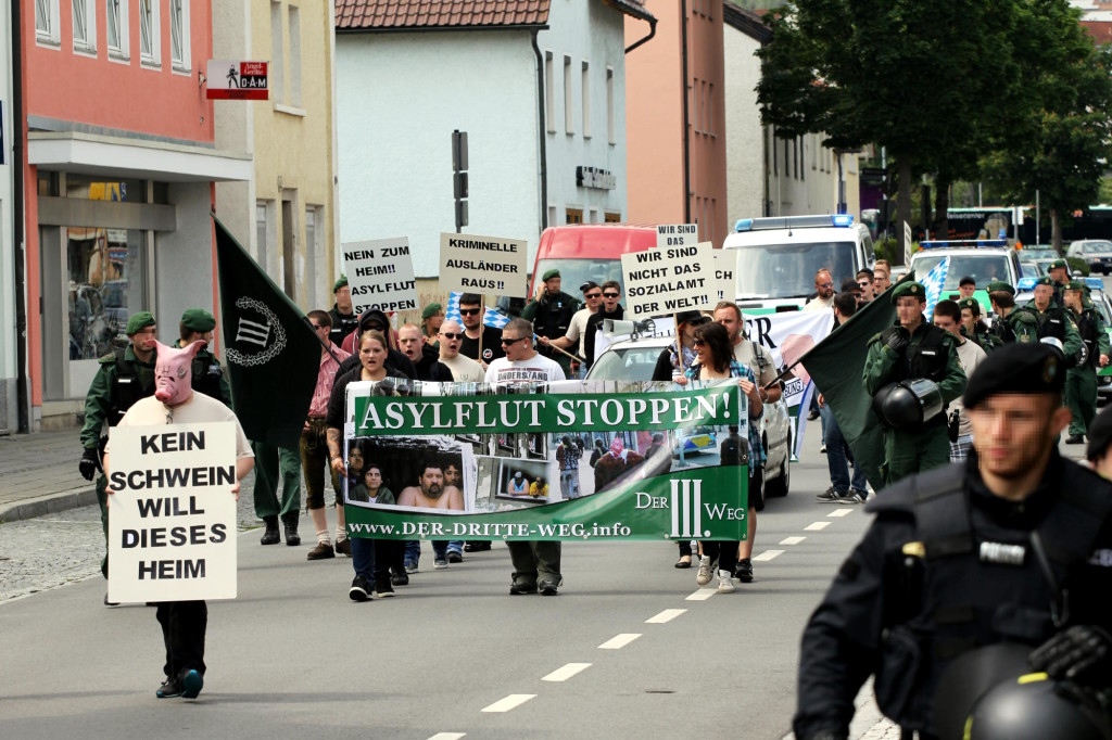 "Aufmarsch des ""Dritten Weg"" gegen Asylunterkunft in Deggendorf. Foto: Jan Nowack"