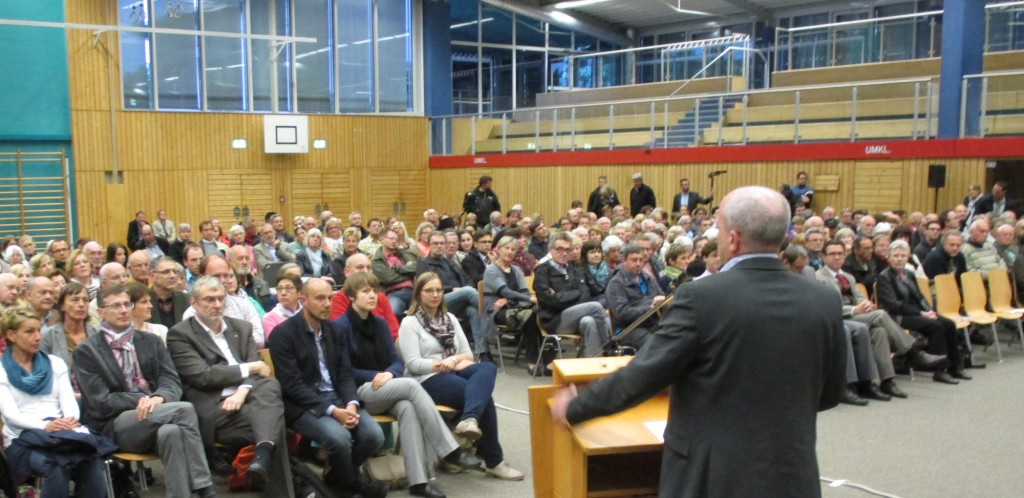 """""""Ich weiß, dass die Mehrheit der regensburger genau so tickt wie ich."""" Joachim Wolbergs in der Clermont-Ferrand-Turnhalle. Foto: as"""