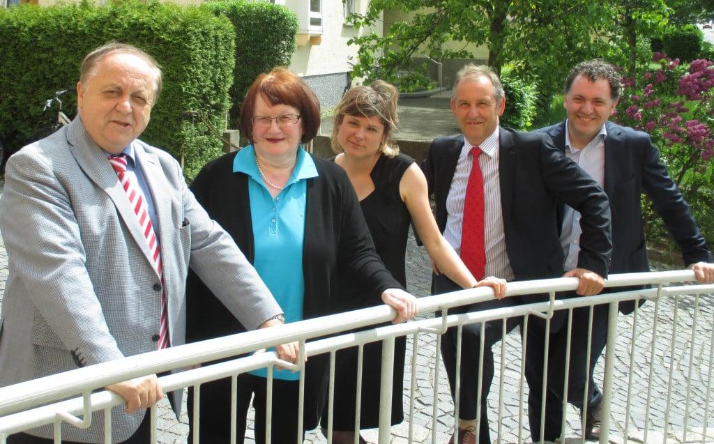 Die Stimmung steht: Norbert Hartl, Margit Kunc, Tina Lorenz, Ludwig Artinger und Horst Meierhofer strahlen um die Wette. Foto: as