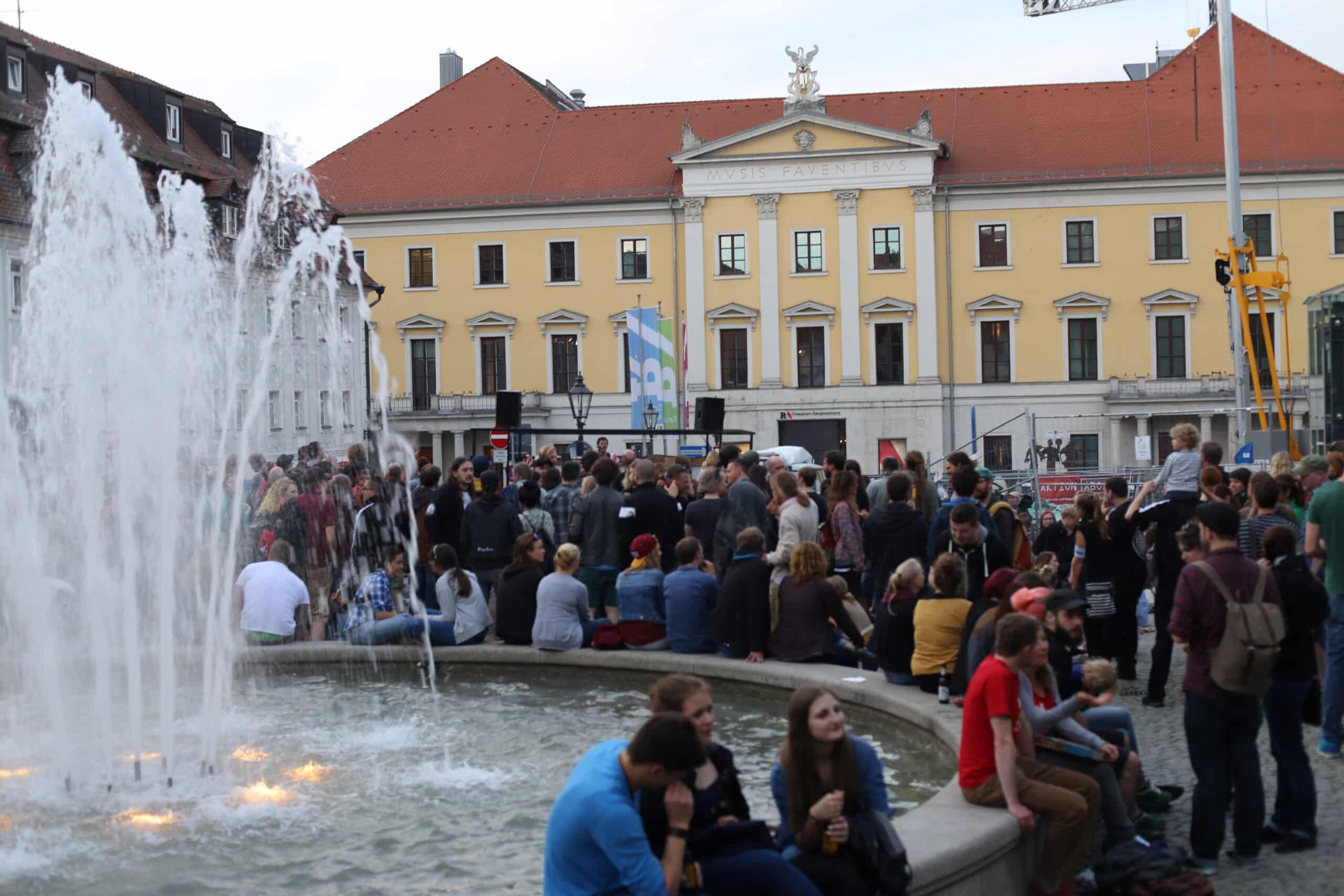 """Am Freitagabend findet die dritte Kundgebung """"Mehr Raum für Livekultur"""" am Bismarckplatz statt. Foto: Archiv / ld."""