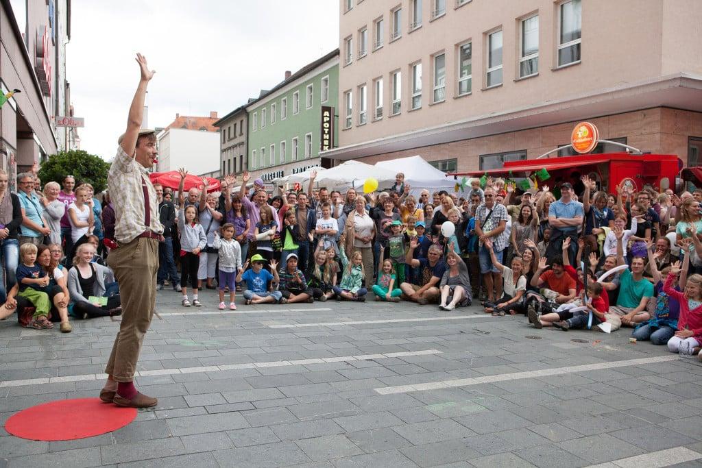 """Bürgerfest 2015_Willkommen auf der """"Bunten Meile"""" in der Maximilianstraße 3."""