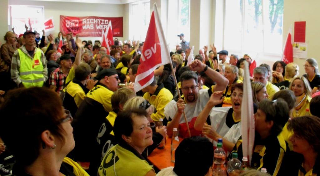 Etwa 300 Postzusteller aus dem Raum Regensburg (Zustellbezirk 93) kamen am Donnerstag ins Gewerkschaftshaus. Fotos: as