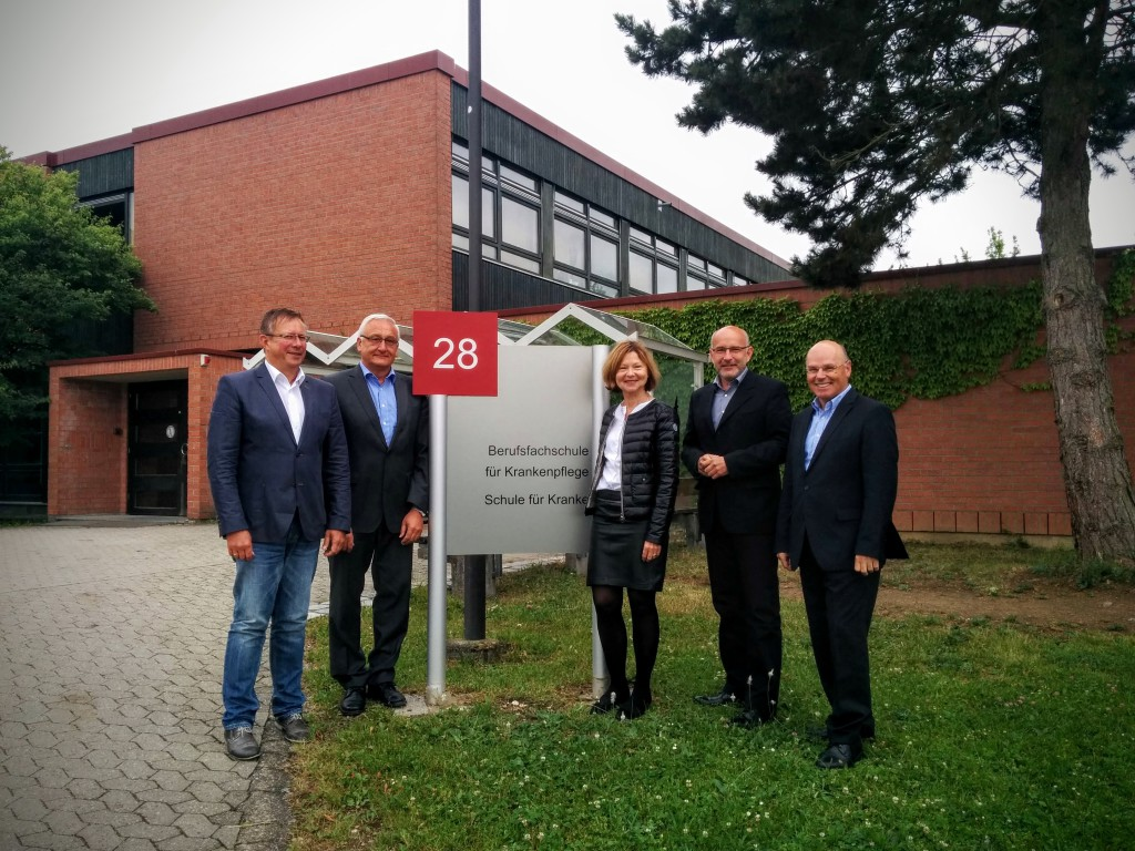 Margit Wild in der Berufsfachschule für Krankenpflege am Bezirksklinikum Regensburg