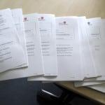 Sitzungsunterlagen für den Stadtrat. Wie gelangten nichtöffentliche Dokumente zum Bautam Tretzel? Symbolbild: Archiv