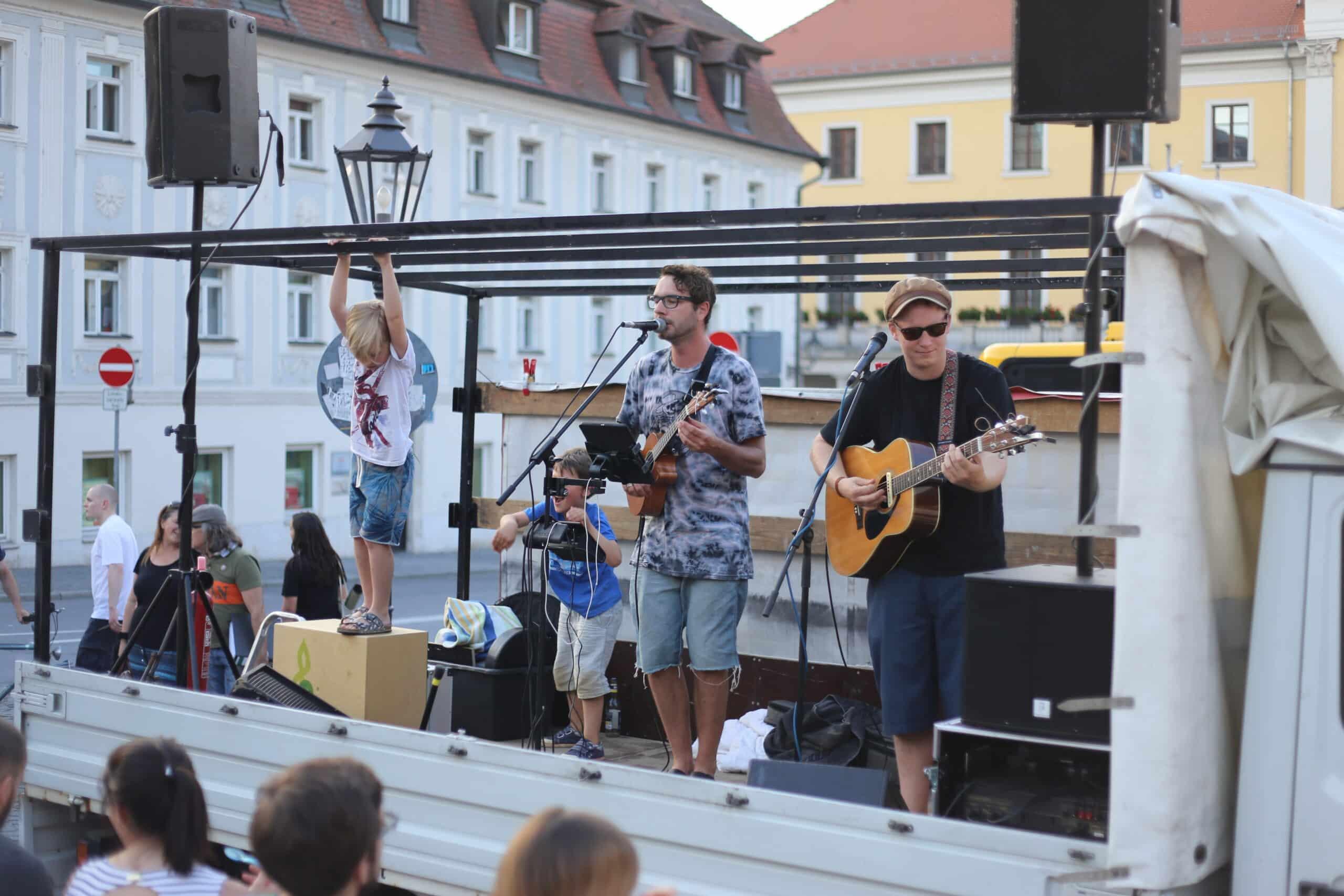 """""""Da Spoon & I"""" bei der Kundgebung für Livekultur. Foto: ld."""