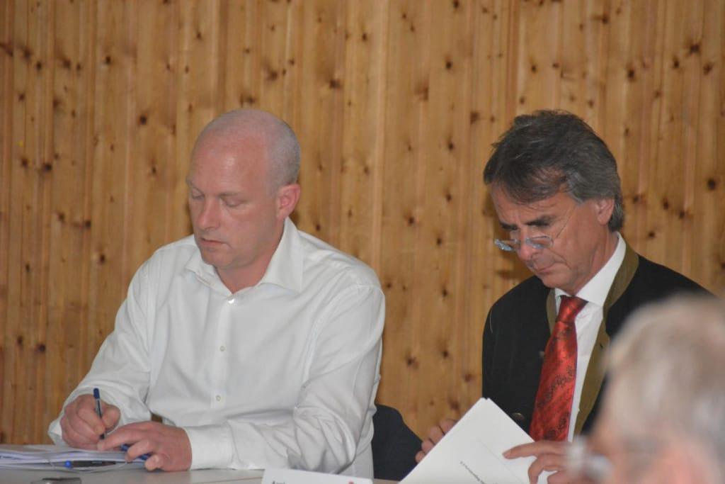 Betonen das gute Miteinander, trotz offensichtlich unterschiedlicher Haltungen: Wolbergs und Regierungspräsident Bartelt. Foto: Witzgall