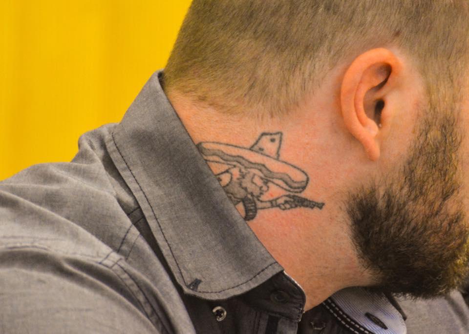Tattoo-Schaulaufen auf der Anklagebank: Fünf Bandidos werden gefährliche Körperverletzung und schwerer Landfriedensbruch vorgeworfen. Fotos: Witzgall