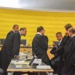 Die Strafverteidiger der fünf Angeklagten nahmen den Kronzeugen der Staatsanwaltschaft am Dienstag stundenlang ins Kreuzverhör. Foto: Witzgall