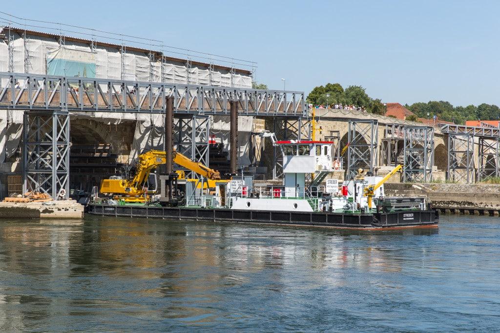 Steinerne Brücke_Gerüst unter Bogen IV abgebaut (2)