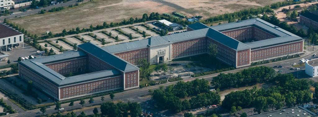 Der Hauptsitz des Bundesamts für Migration in Nürnberg. Foto:  Nico Hofmann/ Wikimedia Commons