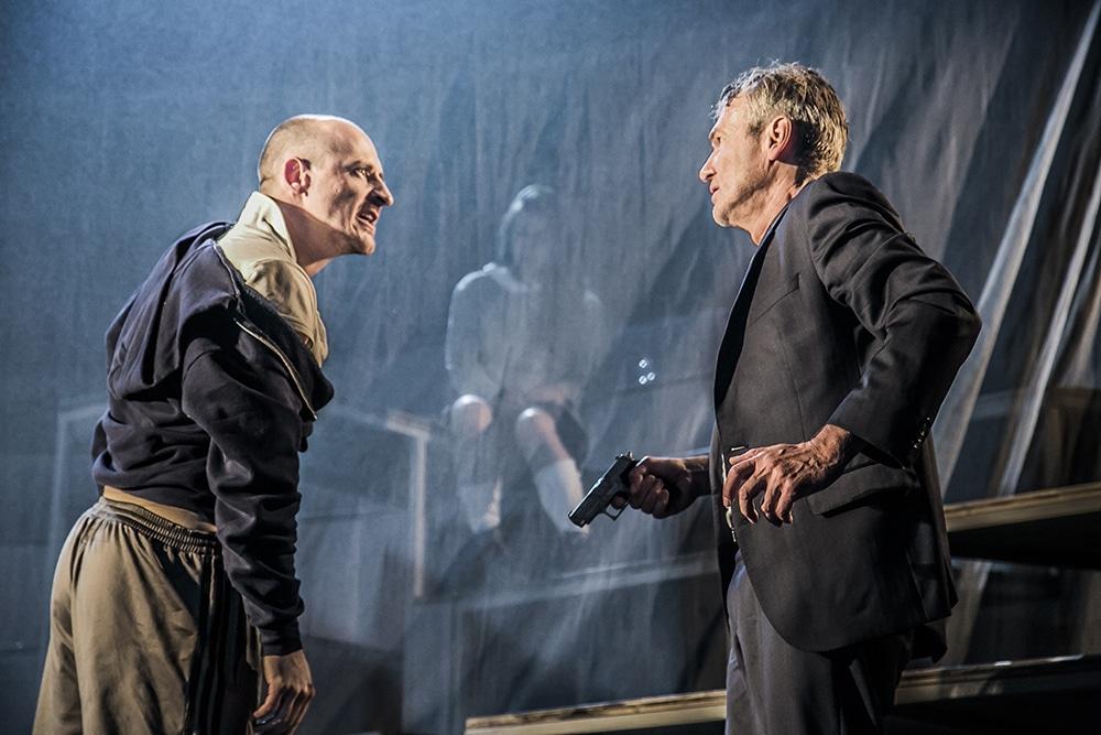 Der Teufelspakt, neu inszeniert: Faust im Velodrom. Foto: Jochen Quast, Theater Regensburg.
