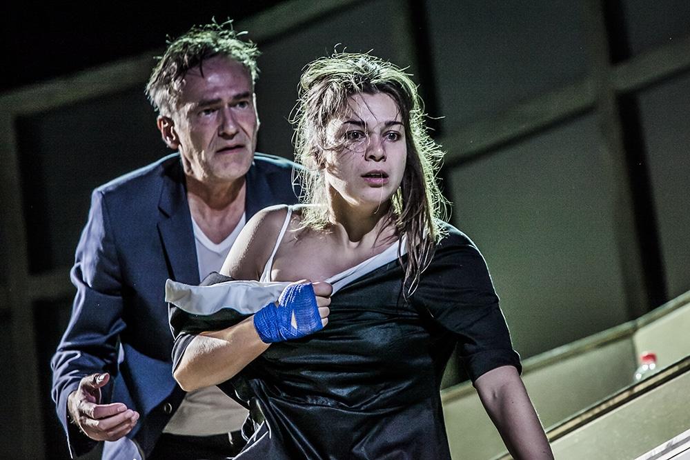 Faust und Gretchen im neuen Regensburger Faust. Foto: Jochen Quast, Theater Regensburg.