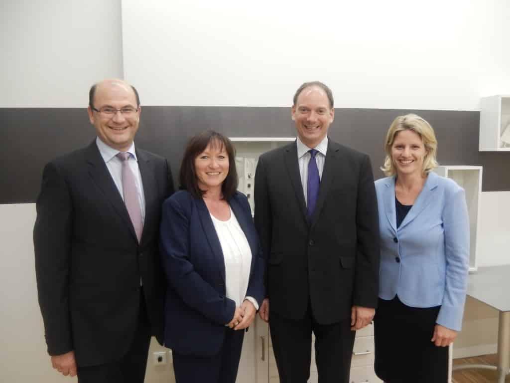 Der Oberpfälzer CSU-Vorsitzende, Staatssekretär Albert Füracker, mit seiner Geschäftsführerin Sabina Bläser. Die Bundeswahlkreisvorsitzende Dr. Astrid Freudenstein, MdB, mit ihrem neuen Geschäftsführer Jürgen Hofer.