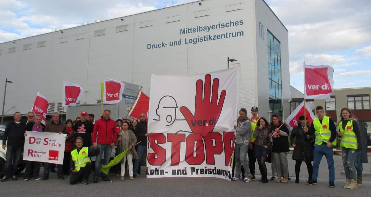 BDZV-Kongress: Mit einer Protestkundgebung wurden die Verleger zur Druckereibesichtigung empfangen.