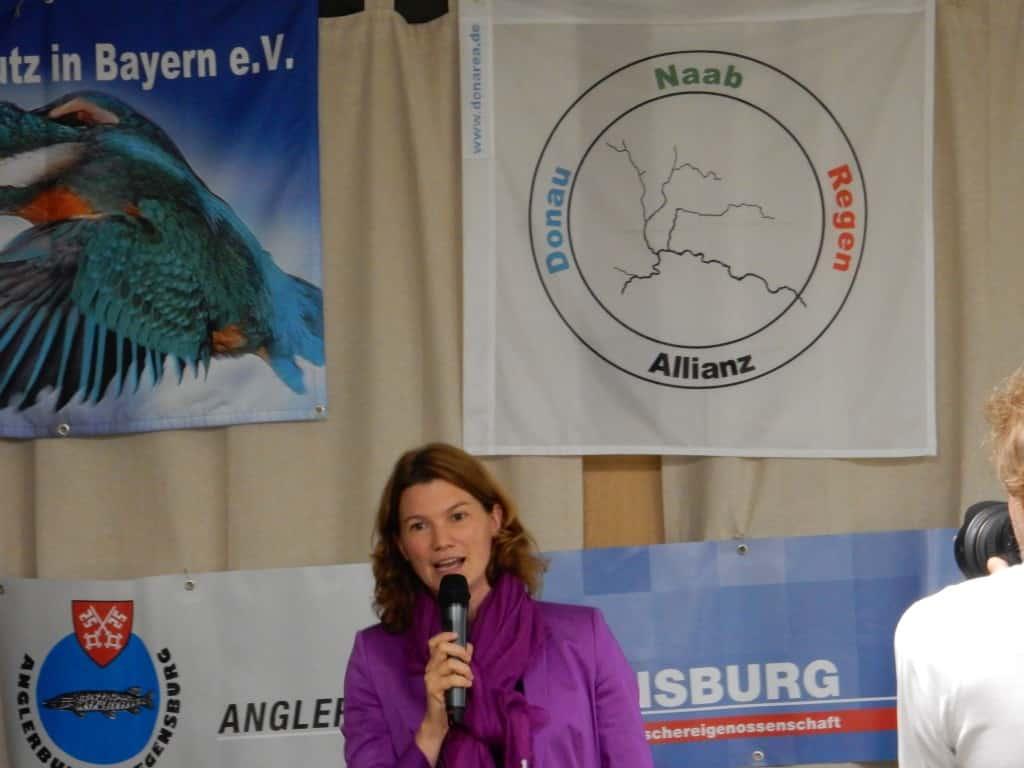 """Landrätin Tanja Schweiger betonte, dass der Schutz und die Weiterentwicklung der Donau kein Randthema sei, sondern mit breiter Unterstützung """"aus der Mitte der Gesellschaft"""" kommt."""