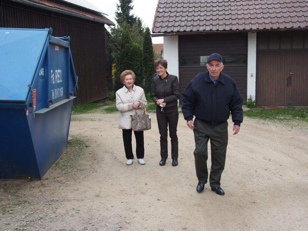 Joe Hecht kam als rumänischer Jude 1944 nach Ausschwitz und im April 1945 über Schwarzenfeld nach Wetterfeld, hier mit Ehefrau Blanche. Foto: Werner