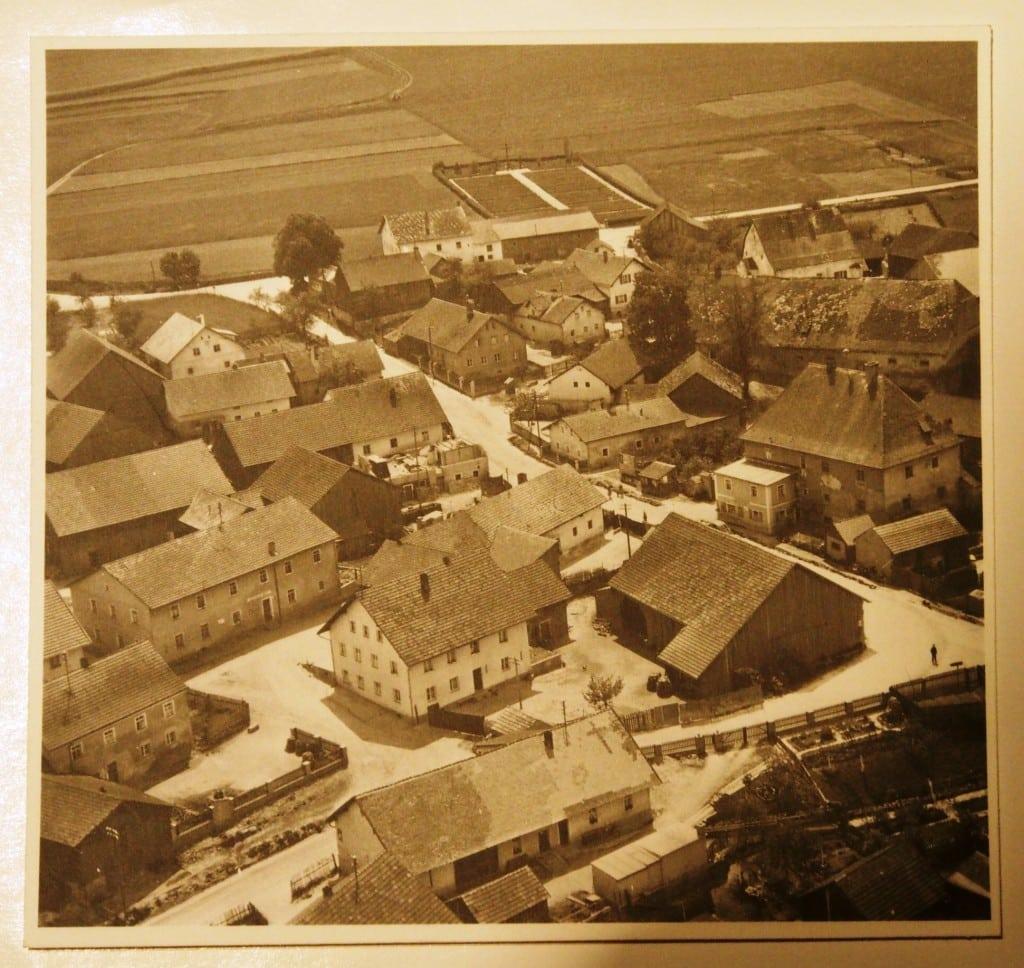 Wetterfeld mit KZ-Friedhof um 1955. Foto: Busl
