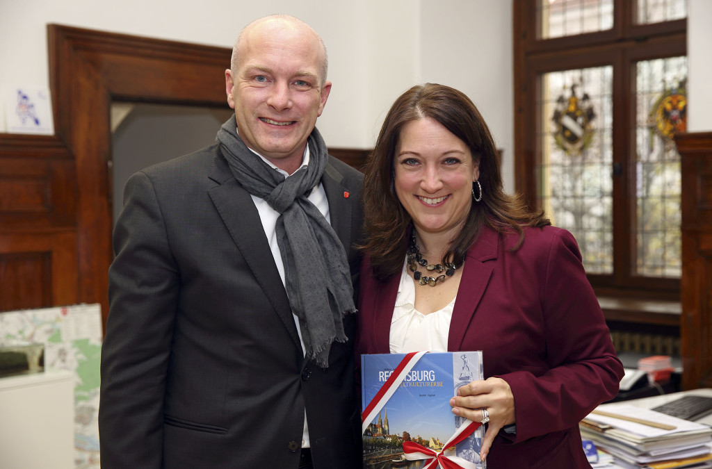 Joachim Wolbergs, Oberbürgermeister, mit Jennifer Gavito, US-Generalkonsulin Bildnachweis: Stadt Regensburg, Peter Ferstl