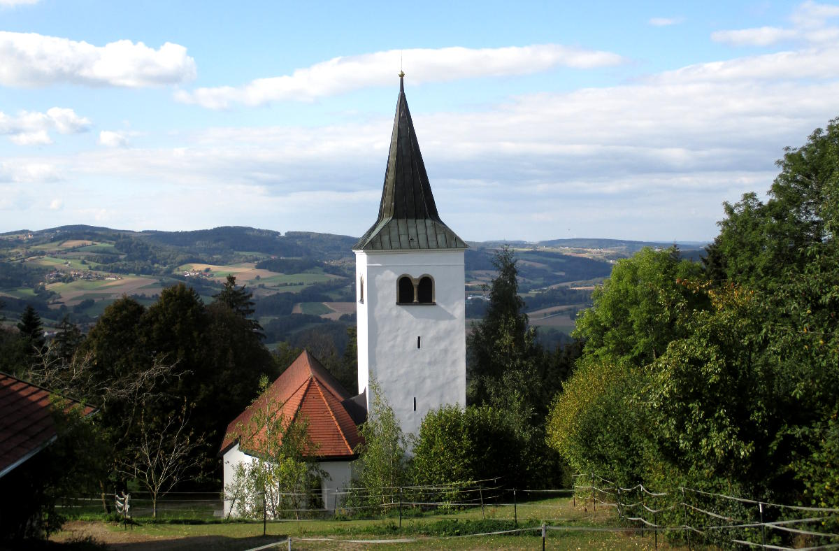 Eine gottesfürchtige Region - eingerahmt von Hügeln, Wiesen und Wäldern: der obere Bayerische Wald.
