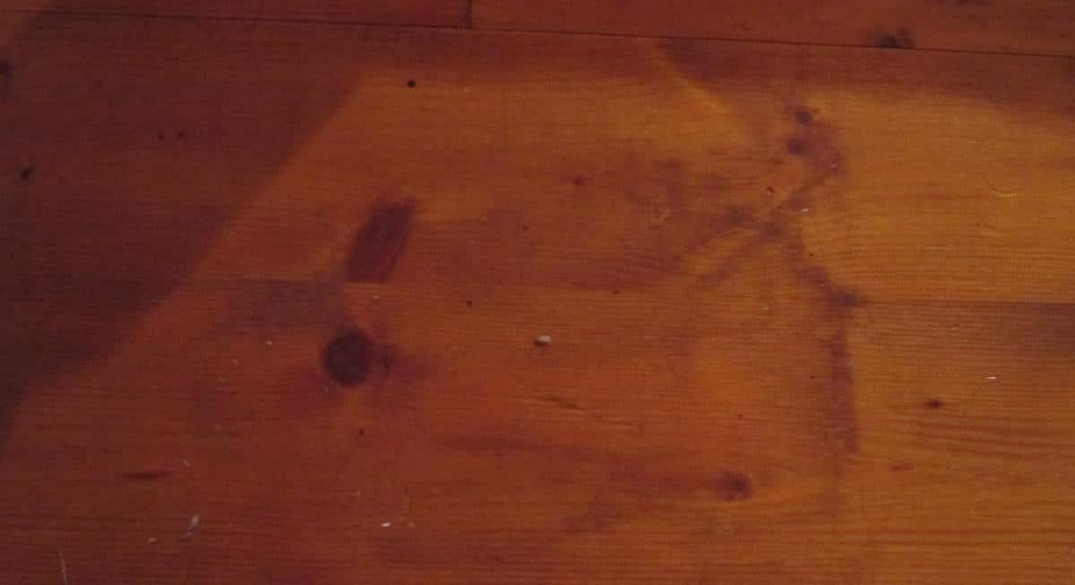 """""""Das können jederzeit Abdrücke vom Teufel sein."""" Der Fußboden im elterlichen Schlafzimmer."""