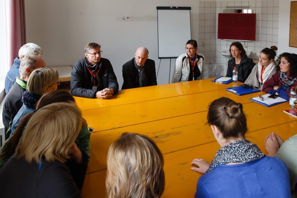 OB besucht städtische Bedienstete in Notfallunterkünften (1)