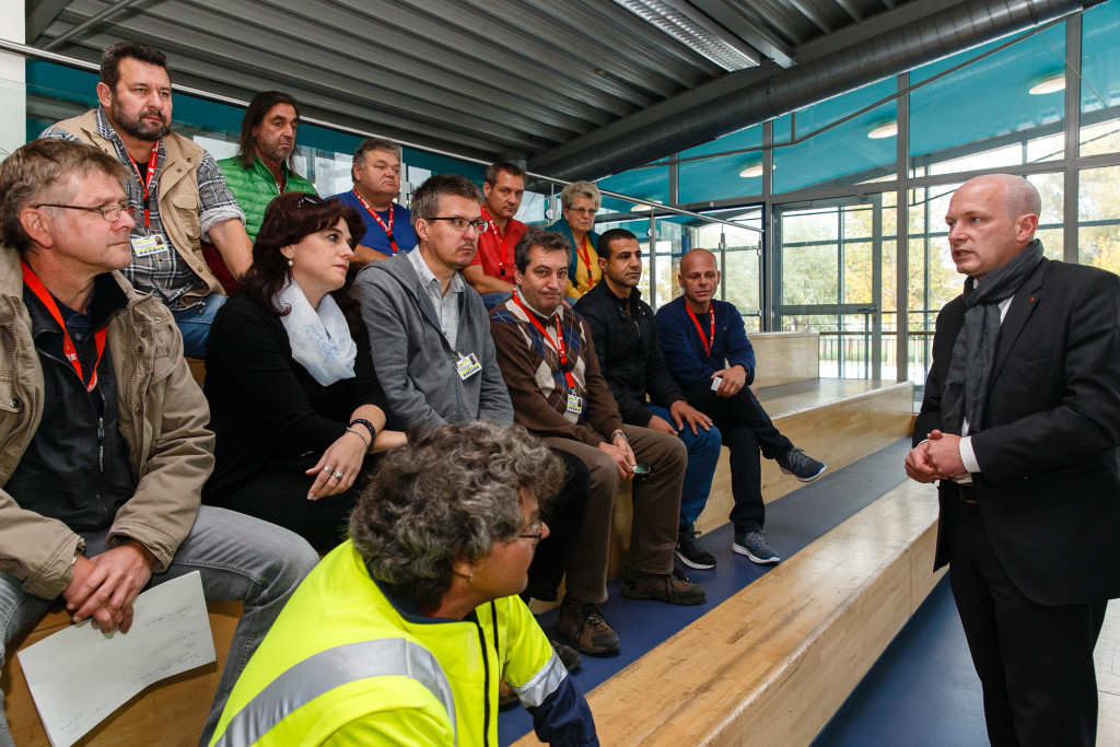 OB besucht städtische Bedienstete in Notfallunterkünften (2)