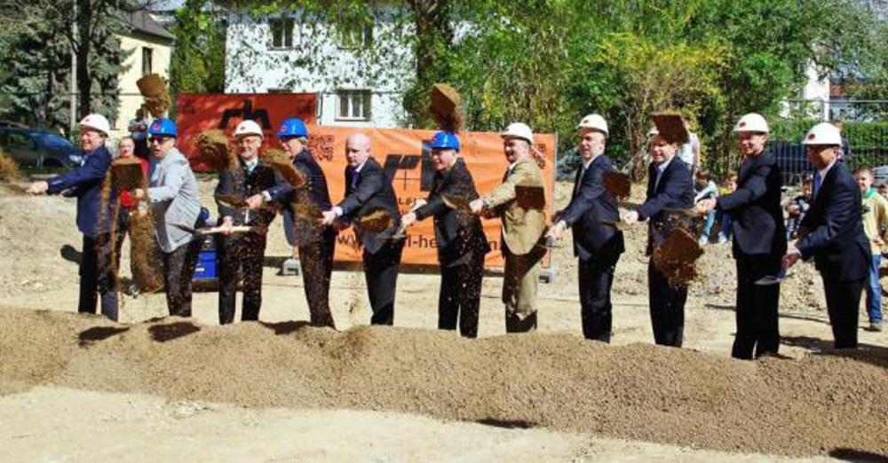 22. April: Feierlicher Spatenstich fürs neue Gymnasium. Jetzt muss umgeplant werden. Foto: pm/ Domspatzen