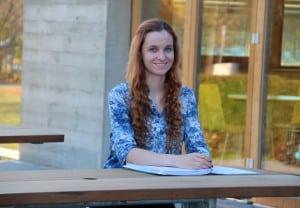 """Die 17-jährige Laura Schmid ist die erste Frühstudentin im Bachelorstudiengang """"Biomedical Engineering"""" an der OTH Regensburg. Foto: OTH Regensburg"""