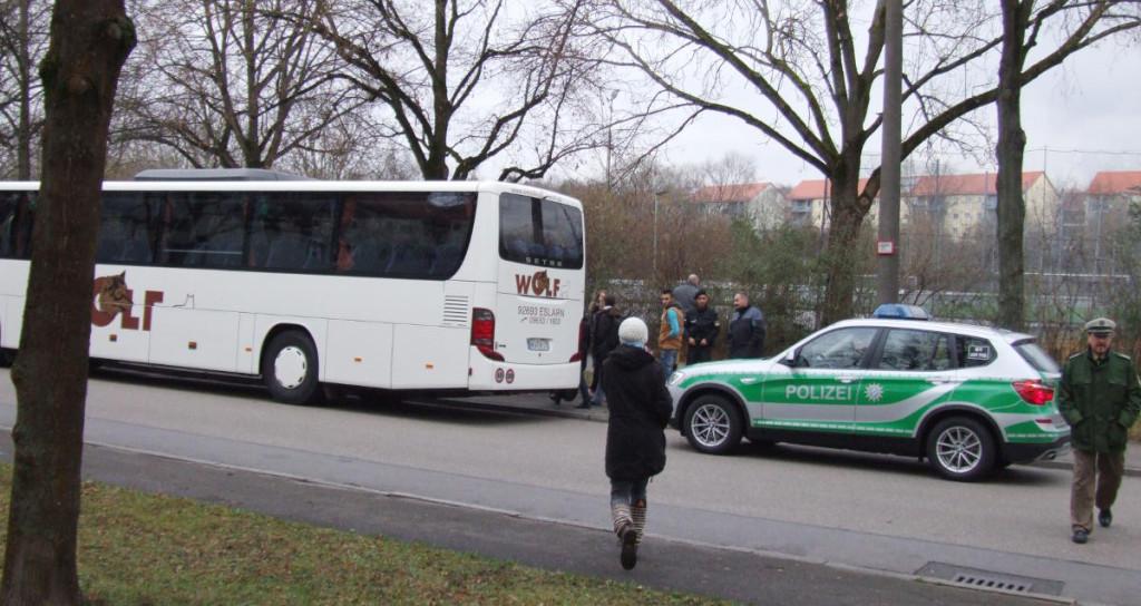 Am Ende war es eine Familie, die in den Bus nach Bamberg steigen musste. Fotos: as