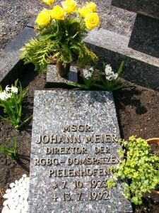 Grabplatte von Johann Meier auf dem Friedhof in Falkenstein. Foto: Archiv