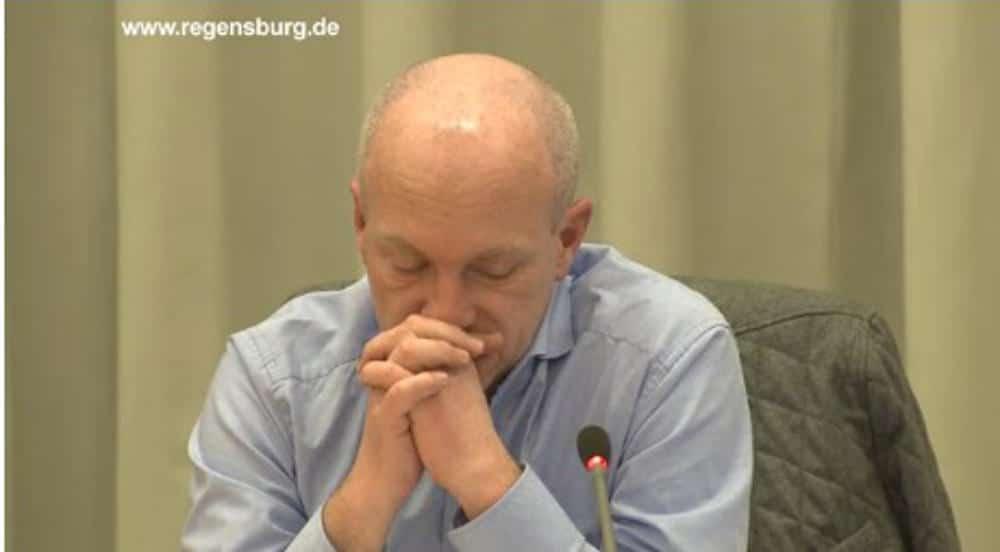 Gelangweilt und übermüdet: OB Wolbergs. Foto: Stadt Regensburg