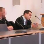 Sichtlich beeindruckt vom erstinstanzlichen Urteil: Marc U. mit seinem Rechtsanwalt. Foto: as