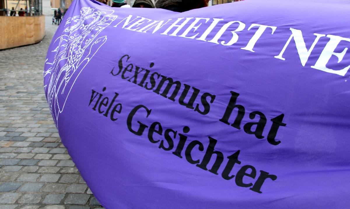 Gegenproteste in lila...