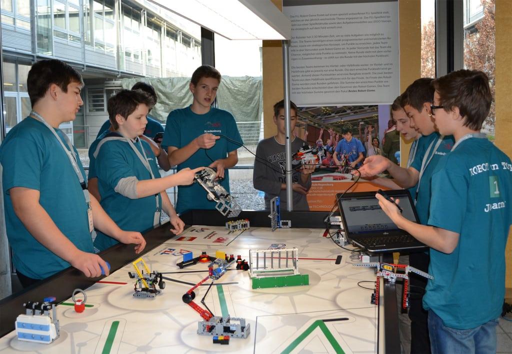 Am 6. Februar findet an der OTH Regensburg das Europa-Semifinale des First Lego League (FLL) Roboterwettbewerbs statt. Mit dabei zwei Gewinnerteams des Regionalentscheids aus Regensburg. Foto: OTH Regensburg