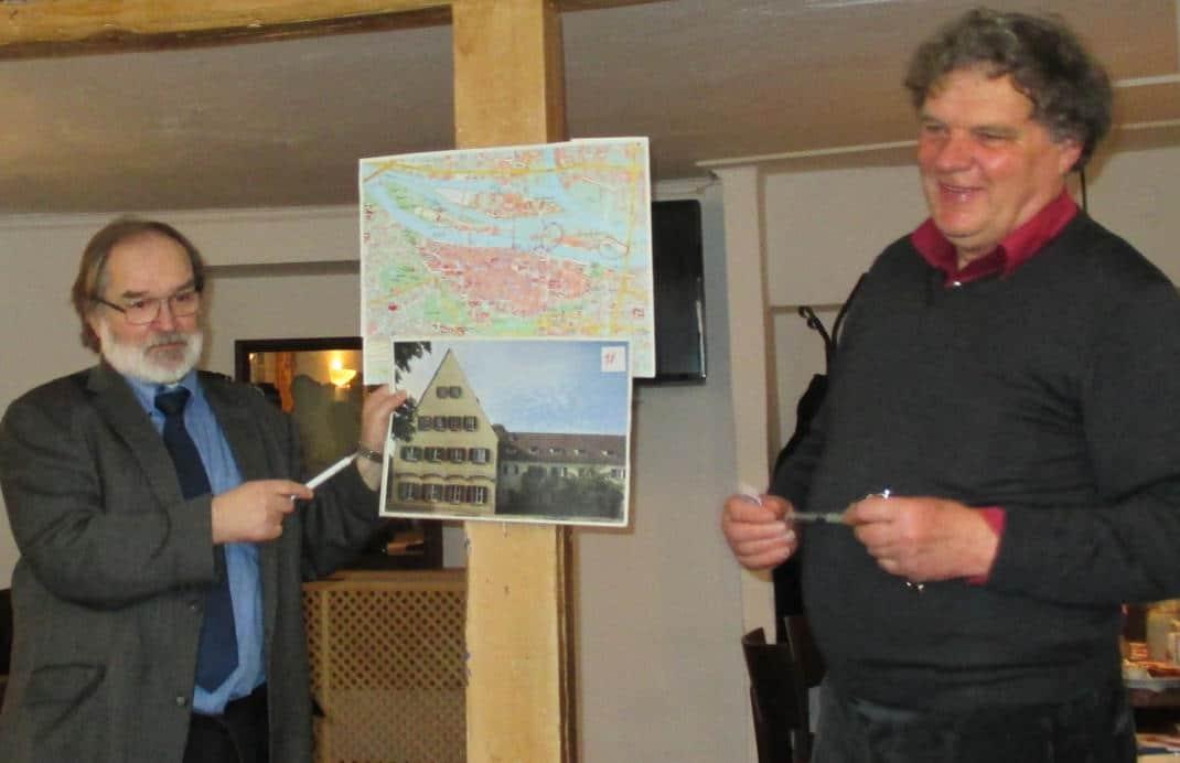 Helmut Wilhelm und Walter Cerull wollen die Jugendherberge unter Denkmalschutz stellen lassen. Foto: as