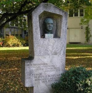 """""""Der liebe Gott persönlich"""": Büste für Theobald Schrems. Foto: Archiv/ rw"""