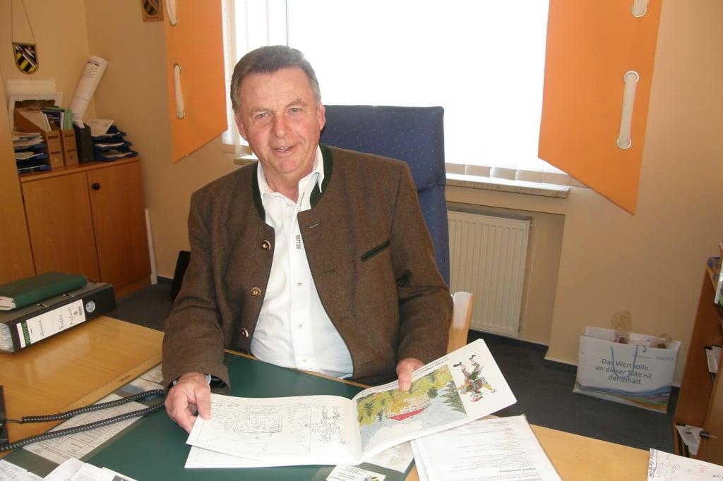 Schiebt die Schuld auf seinen Verwaltungsleiter: Ex-Bürgermeister Josef Schmid. Foto: Ostbayern-Kurier