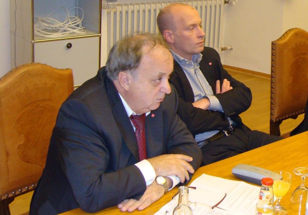 Uneins bei der Erhöhung der Sozialquote: Norbert Hartl und Joachim Wolbergs. Foto: Archiv/ as