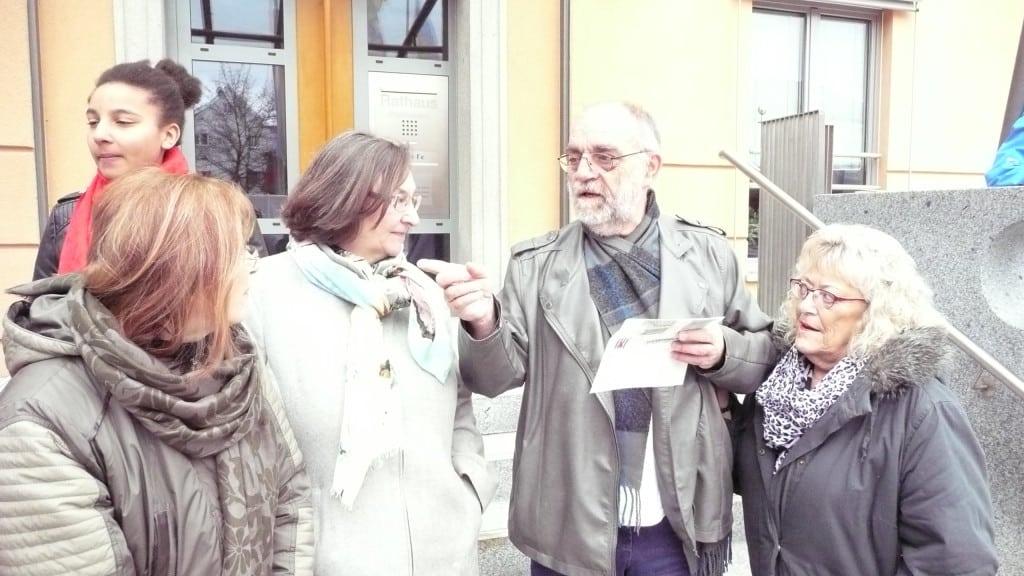 Marian Janka (VVN-Bund der Antifaschisten) bei der Ansprache in Teublitz.