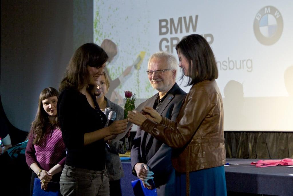 PF Sophie Linnenbaum mit Birgit Hiller und der deutschen Jury