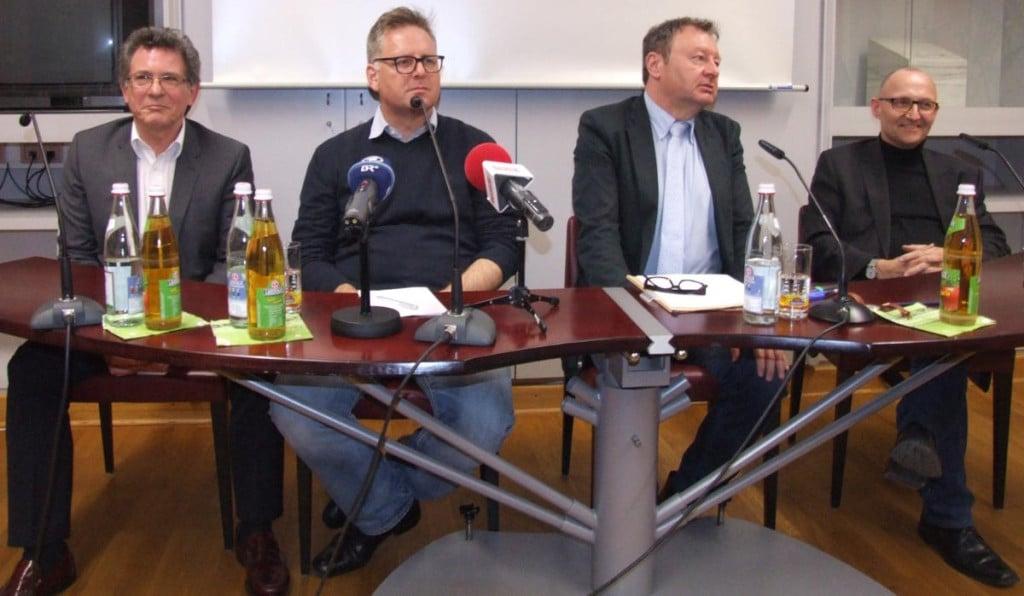 Podium im Presseclub: Ludwig Faust, Rudolf Neumaier, Moderator Gerhard Schiechl um Dochchormanager Christof Hartmann. Das Bistum weigerte sich, einen Vertreter zu schicken. Fotos: as