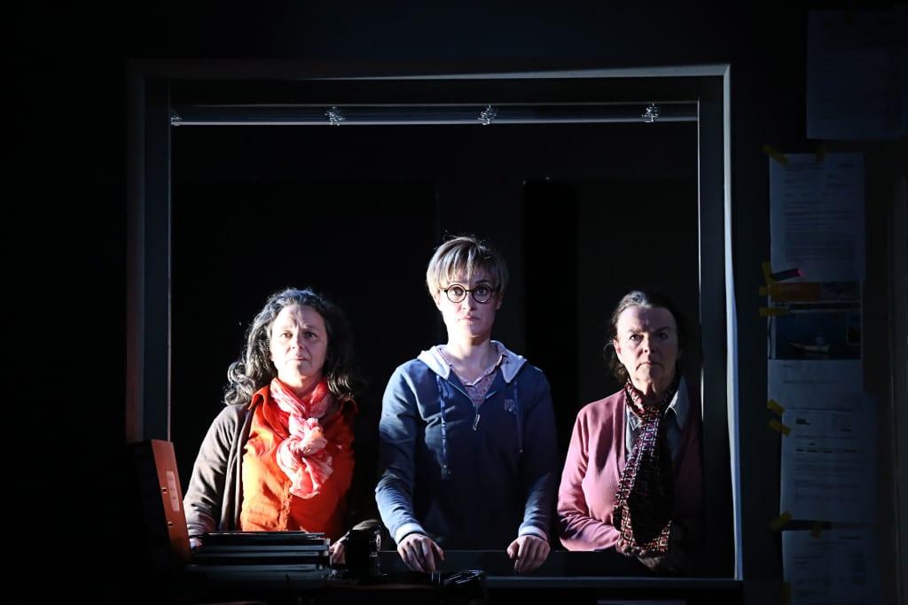 In einem System gefangen, das für sie selbst schon lange zum Horror geworden ist: Franziska Sörensen, Ulrike Requadt, Doris Dubiel. Foto: Alba Falchi