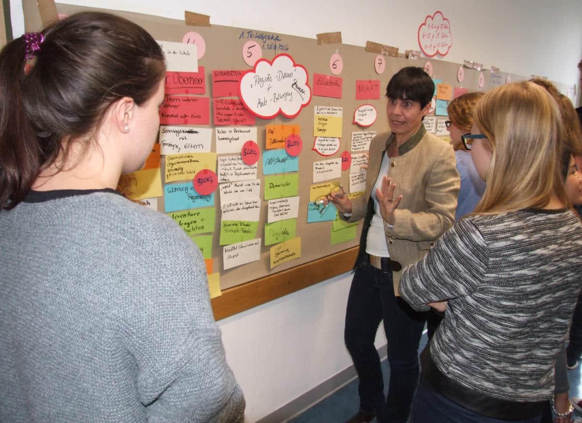Den Plot entwickeln: Diskussion mit der Autorin Carola Kupfer. Foto: as