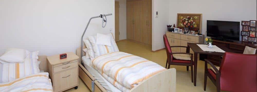 Ein Zimmer im Bürgerheim Kumpfmühl. Der Neubau sorgt derzeit für ein höheres Defizit bei der Regensburg Seniorenstift gGmbH. Foto: Stadt Regensburg